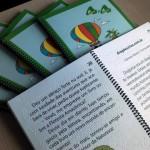 """As escritoras Ivana Negri, Carmem Pilloto, Leda Coletti e Maria Emília Redi doaram, à Biblioteca Municipal, cinco exemplares do livro """"4 contos em 4 cantos"""", que foi adaptado para a leitura em braille. O livro, que tem apoio cultural da Fealq, passará a integrar"""